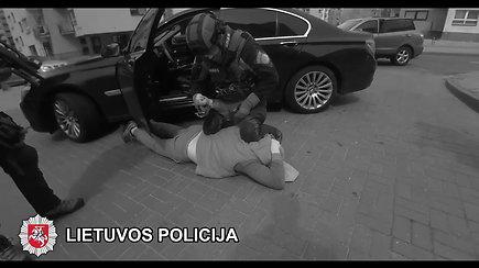 Pareigūnų nufilmuotas organizuotos grupuotės narių sulaikymas