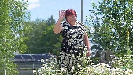 Dirvonėnų kaimo gyventoja daiktus su ramunių žiedais kolekcionuoja jau 40 metų