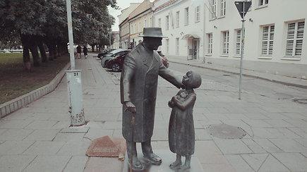 Vilniaus skulptūros: gydytojas, kuris ypatingą dėmesį skirdavo vaikams