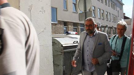 Panevėžio meras R.Račkauskas ir patarėja G.Maskoliūnienė vedami į teismą