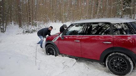 Tirpstančio sniego spąstai: patarimai vairuotojams