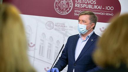 Seimo narių reakcijos į skandalingą sulaikymą: nustebę, neigia susitikę, rodo pirštus į opoziciją