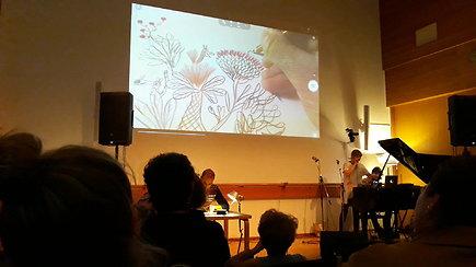 Iliustratoriaus Benjamino Chaud ir islandų muzikantės Kira Kira gyvo iliustravimo ir muzikavimo pasirodymas