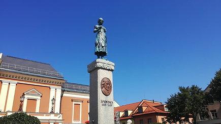 Naujiena turistams: po Klaipėdą lydi prabilusi Taravos Anikė
