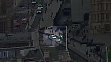 Užfiksuota galima teroro ataka: Londone automobilis pramušė užtvaras ir įsirėžė į praeivius