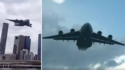 Vos 100 m aukštyje skridęs karinis orlaivis ne juokais išgąsdino australus