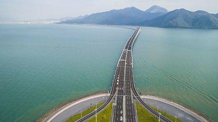 Atidarytas ilgiausias pasaulyje jūrų tiltas Honkongui priminė apie priklausomybę  Kinijai