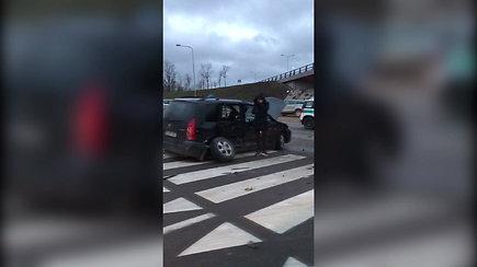 "Vilniuje ""Mazda"" vairuotoja sankryžoje nepraleido BMW"