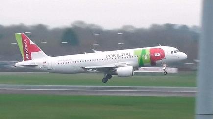 Kvapą gniaužiantys lėktuvų nutūpimai: dėl stiprių vėjų pilotams oro uoste nusileisti nepavyko