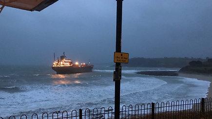 Rusijos prekinis laivas pateko į bėdą – užplaukė ant seklumos netoli Anglijos krantų