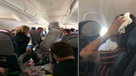 Lėktuvo keleiviai išgyveno košmarą: supurčius stiprioms turbulencijoms orlaivis dukart smigo žemyn