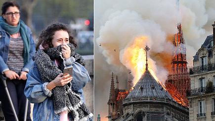 Su ašaromis akyse prancūzai stebėjo, kaip liepsnos pasiglemžia šalies simbolį: siaubinga būti to liudininku