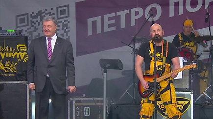 Debatuose nepasirodžius V.Zelenskiui Ukrainos prezidentas P.Porošenka surengė tikrą šou