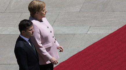 Per susitikimą su V.Zelenskiu išgąsdino A.Merkel drebėjimas
