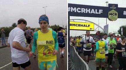 Bėgdama atbula britė pagerino rekordą – siekė parodyti, kad būti kitokiu yra gerai