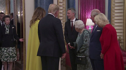 Užfiksuota princesės Anne reakcija į karalienę Elizabeth II tapo sensacija – internautai negaili pagyrų