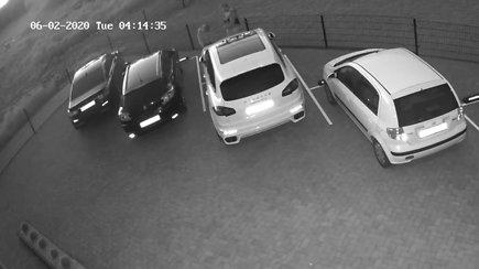 Palangos policijos prašymas: kas sukiojasi apie brangias mašinas?