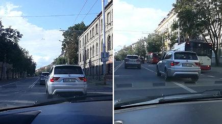 """Skaitytojas užfiksavo dviprasmišką situaciją: BMW manevras Vilniuje – iš """"blogiukų"""" abėcėlės"""