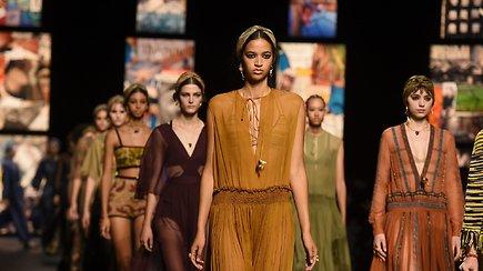 """""""Christian Dior"""" Paryžiuje surengė kolekcijos pristatymą: patogūs drabužiai ir korsikietiškos gedulo giesmės"""