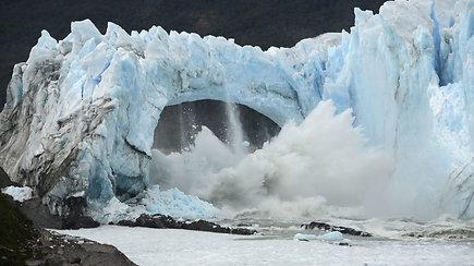 Argentinoje prasidėjo įspūdinga Perito Moreno ledyno griūtis
