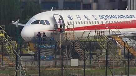 Beveik 10 km aukštyje išdužo priekinis lėktuvo stiklas – orlaivis nuleistas avariniu būdu