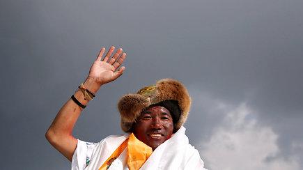 22 kartus į Everestą užkopęs nepalietis pagerino savo paties pasiektą pasaulio rekordą