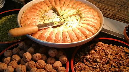 Kaip gimsta turkiškas skanėstas – baklava