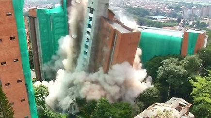 Medeljino gyventojai stebėjo savo namo sprogdinimą
