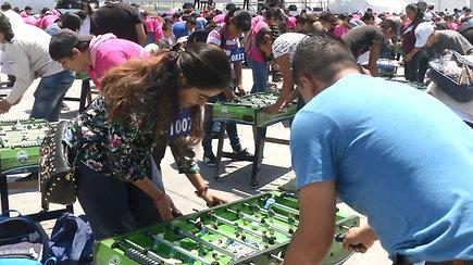 Vienu metu stalo futbolą žaidę daugiau nei tūkstantis meksikiečių pasiekė naują rekordą