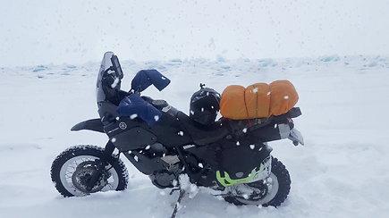 Karolio Mieliausko kelionė per užšalusį Baikalo ežerą
