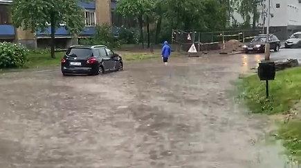 """Vilniuje skendo prabangus Žilvino Žvagulio """"Jaguar"""" automobilis"""