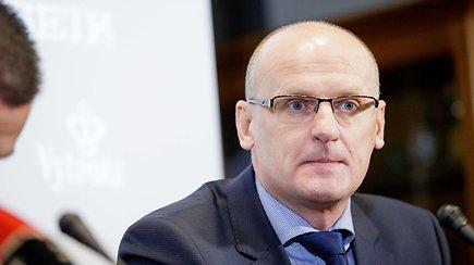 """""""Vieni vartai"""" su rinktinės treneriu V.Urbonu: Lietuva """"autobuso"""" nesiruošia statyti"""
