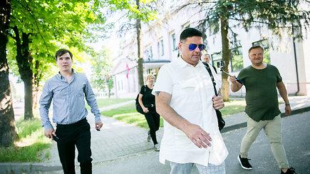 Prieš teismą stoję aktoriai Ainis Storpirštis, Mindaugas Papinigis ir Vitalijus Cololo situacijos nekomentavo