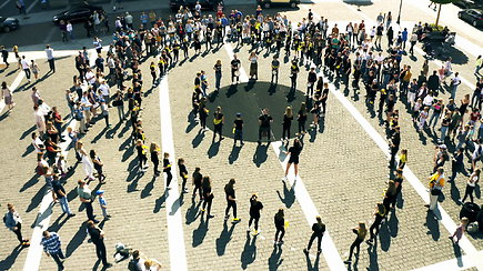 """100 moksleivių dalyvavo """"Gatvės muzikos dienos"""" akcijoje """"Būgnų akis"""""""