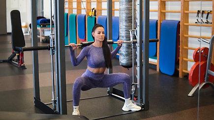 Sportuokite su Indre Burlinskaite: treniruotė sėdmenims ir kojoms