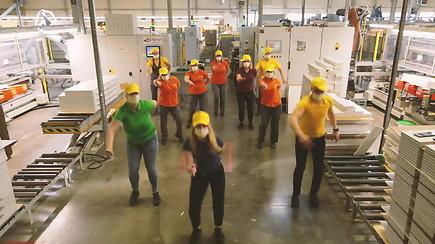 """""""The Roop"""" banga pasiekė 150 darbuotojų su vadovais, robotus ir elektrinius krautuvus"""