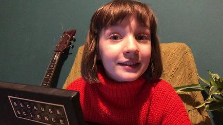 Elbės  mokykla: 8-metė Elbė pristato Marie Curie –  pirmąją  moterį, gavusią Nobelio premiją
