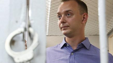 """Rusijoje ant kortos pastatyta nepriklausoma žiniasklaida – dėl """"valstybės išdavystės"""" suimtas buvęs žurnalistas"""