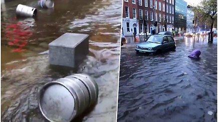 Potvynio apsemtomis gatvėmis liūdnai skimbčiodamos plaukė alaus statinės