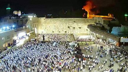 Jeruzalėje šalia mečetės suliepsnojo medis – degė atvira ugnimi