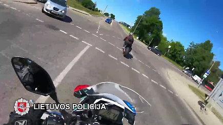 Sostinės gatvėmis skriejęs motociklininkas toli nenuskrido – teks susimokėti nemenką baudą