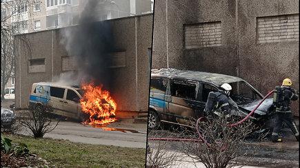 Vilniuje užsidegė ir sprogo mikroautobusas