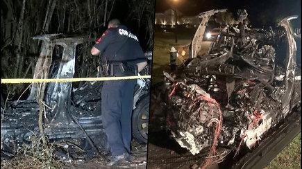 """Kraupi avarija JAV – manoma, kad  """"Tesla"""" automobilis važiavo be vairuotojo"""