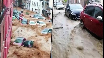 Belgijos gatvėmis plaukia automobiliai – liūtis pavertė gatves upėmis