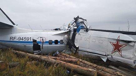 Rusijoje sudužo lėktuvas – 16 žmonių ištraukti be gyvybės ženklų