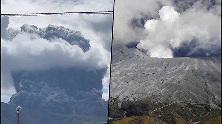 Pabudo dar vienas pasaulio ugnikalnis – Aso kalnas Japonijoje išmetė didžiulį dūmų kamuolį