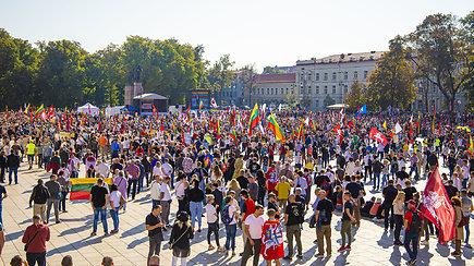 Penktadienio mitinge prie Katedros – tūkstančiai žmonių: skambėjo raginimai trauktis valdžiai