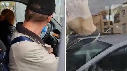 Šilalėje užfiksuotas dviprasmiškas sujudimas R.Žemaitaičio padėjėjos automobilyje
