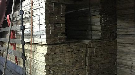 Tarp lentų aptikta milijono eurų vertės kontrabanda