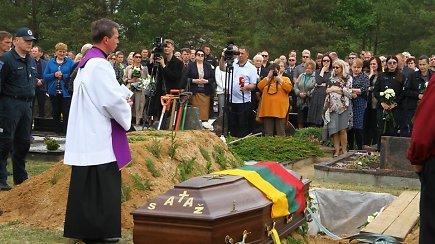 Viekšniuose – iškilmingos tarnyboje žuvusio pareigūno S.Žymanto laidotuvės